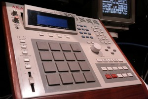 MPC3000 used by Dr.Dre